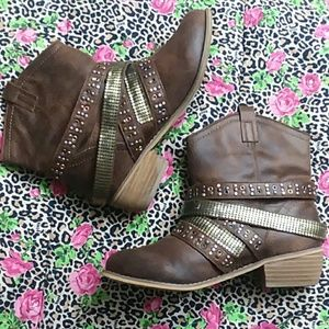 Hot Rated, Bronze Bling Studded Women Boots Size 6